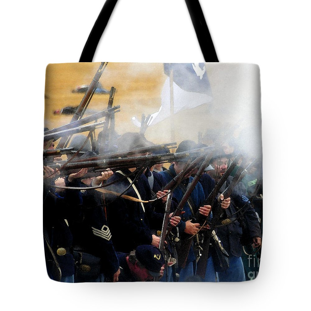 Gettysburg Tote Bag featuring the painting Holding The Line At Gettysburg by David Lee Thompson