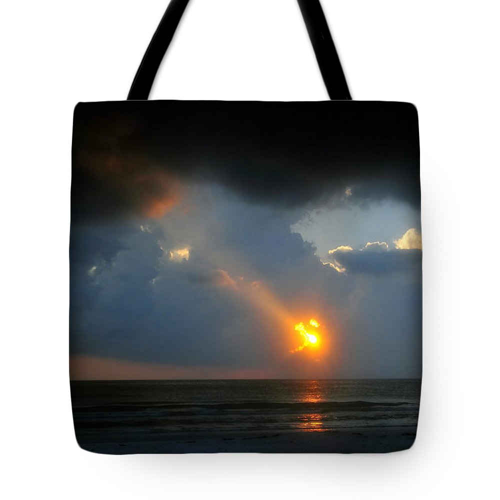 Beach Tote Bag featuring the photograph Hole In The Gulf by David Lee Thompson