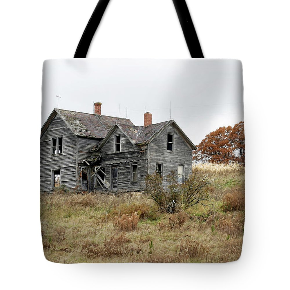 Old Farms Tote Bag featuring the photograph House With A View by Bjorn Sjogren