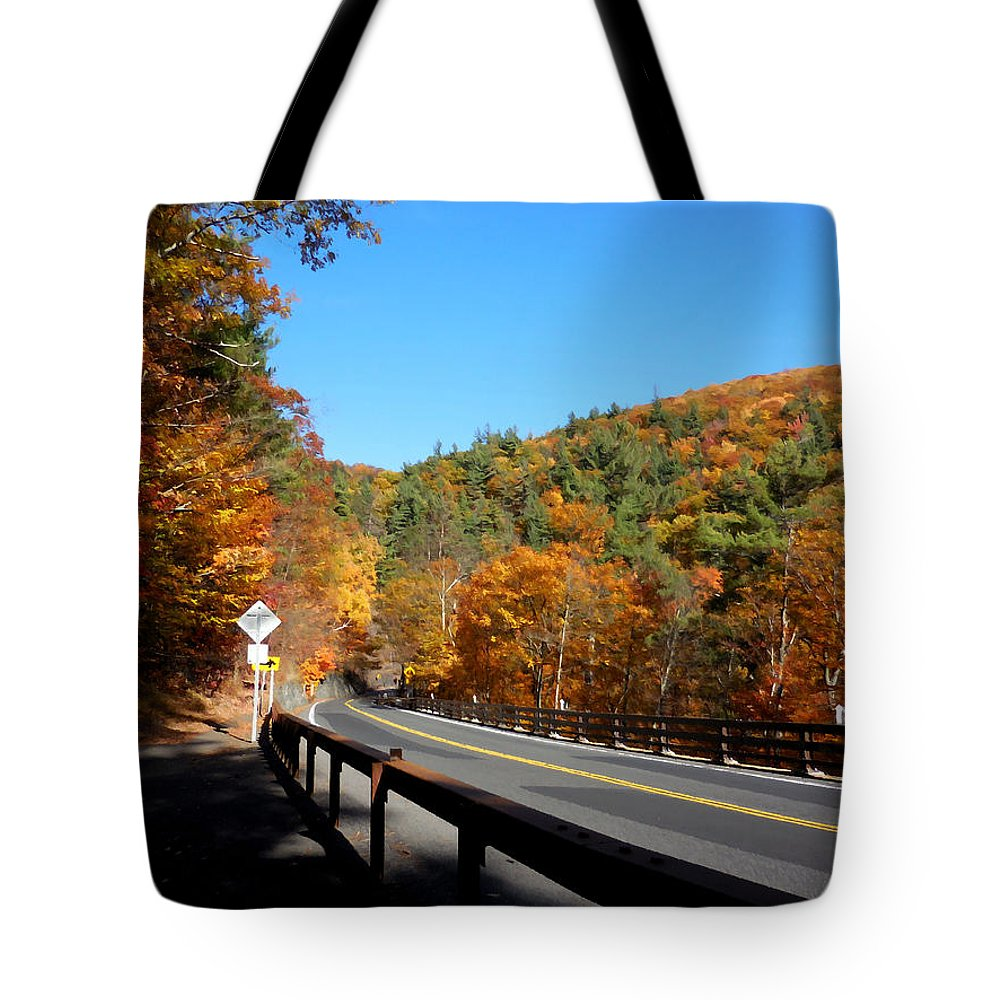 Kaaterskill Falls Ny 23a Tote Bag featuring the painting Hwy 23a 4 by Jeelan Clark