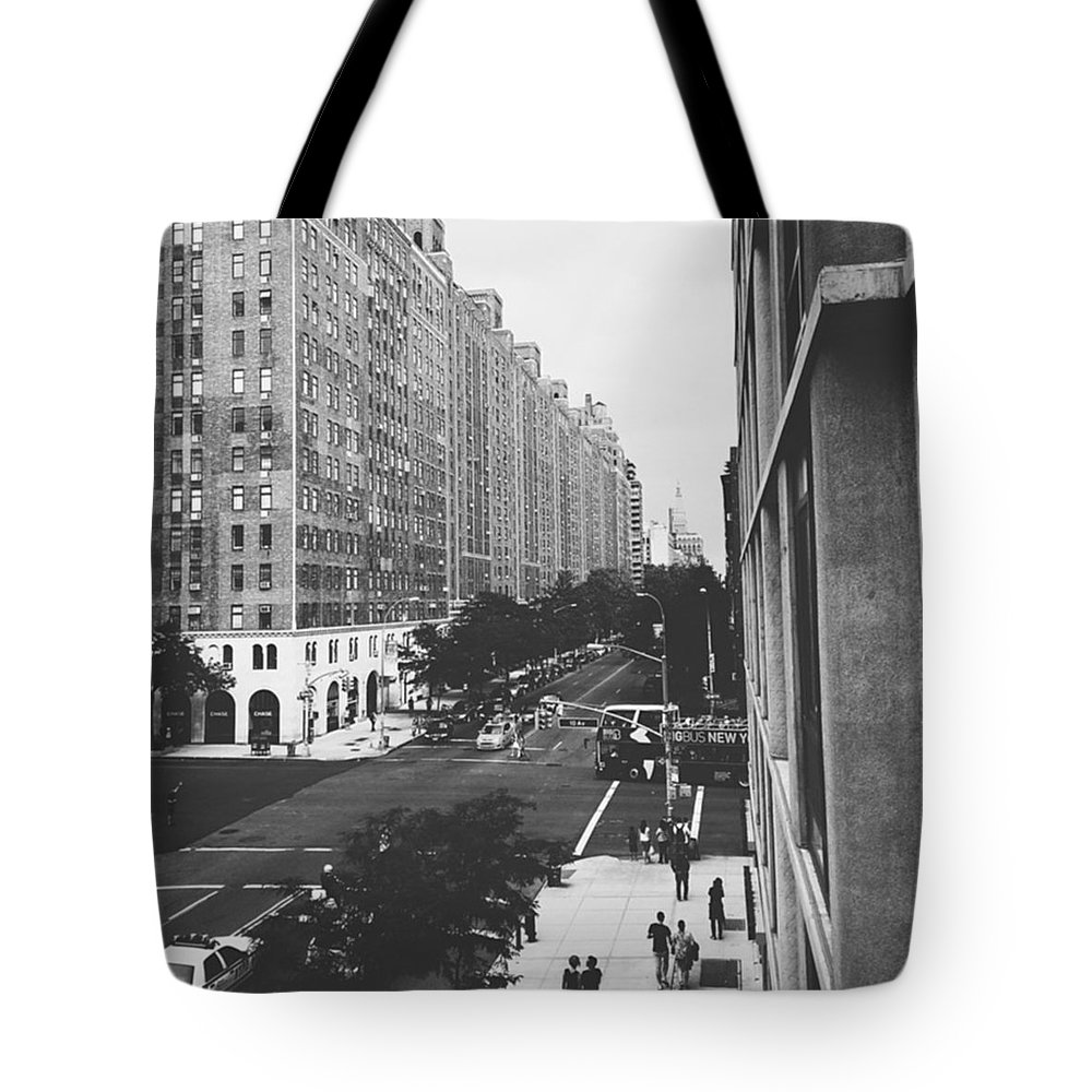 Highline Tote Bag featuring the photograph NYC Love by Sean Meier