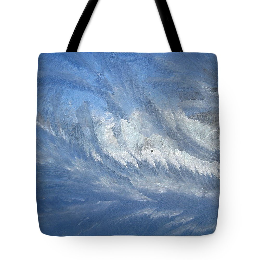 Ice Tote Bag featuring the photograph Icescapes 1 by Rhonda Barrett