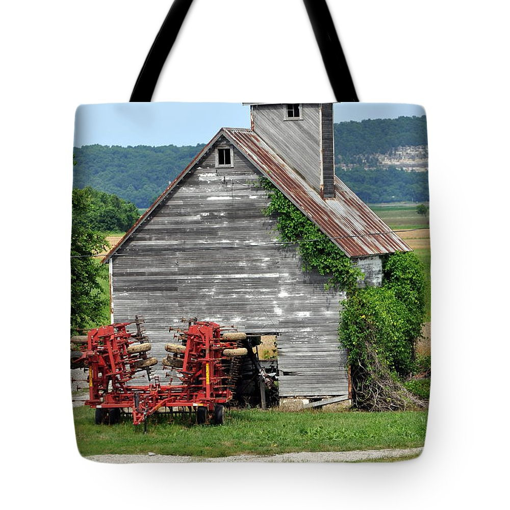 Barn Tote Bag featuring the photograph Ilini Barn by Marty Koch