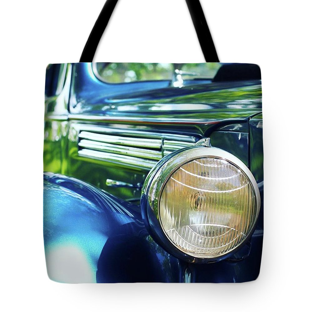 Antique Tote Bag featuring the photograph Vintage Packard by Heidi Hermes