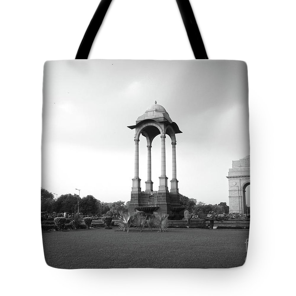 India Gate Tote Bag featuring the photograph India Gate - Monochrome by Neha Gupta