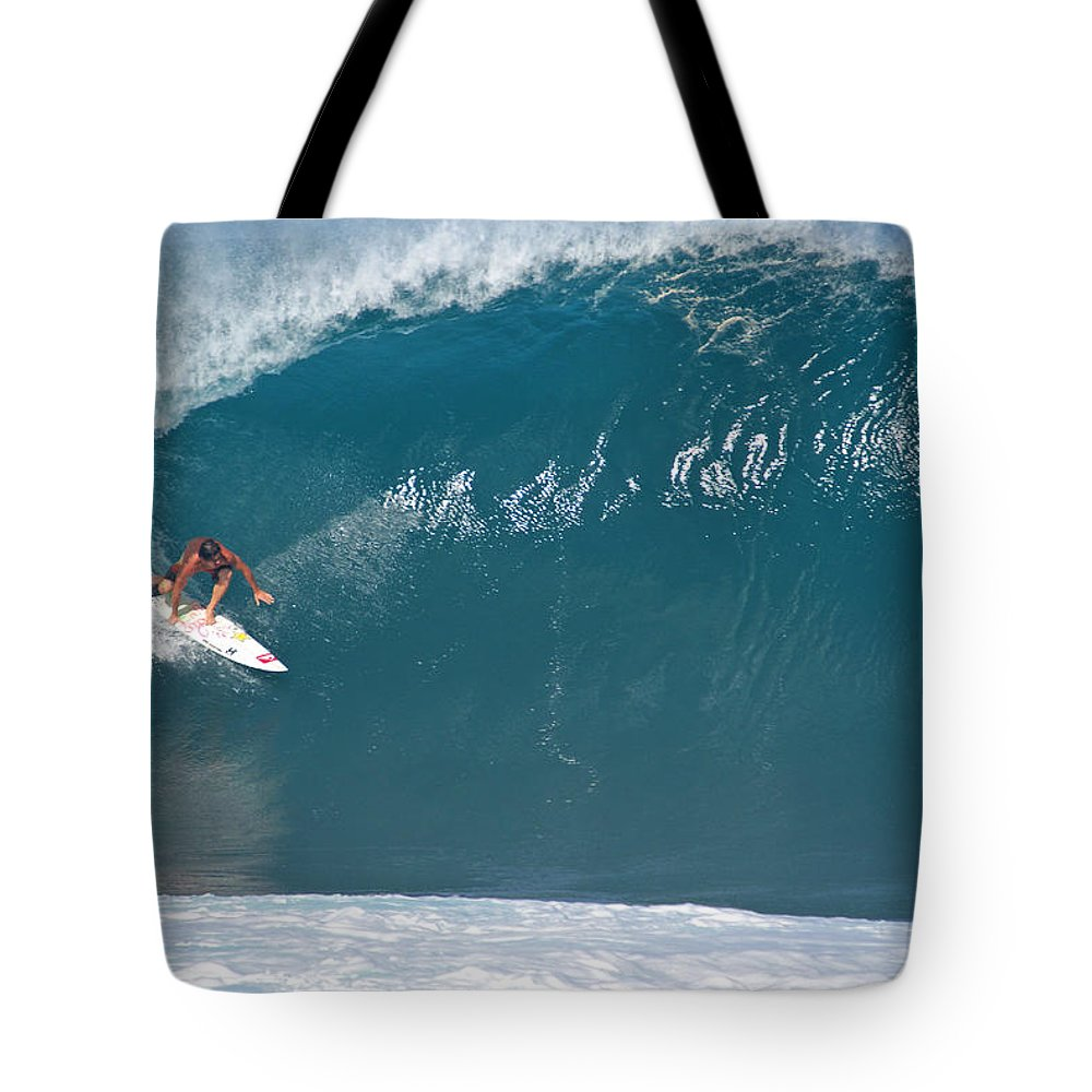 Da Hui Backdoor Shootout Tote Bag featuring the photograph Inner Reef by Kevin Smith
