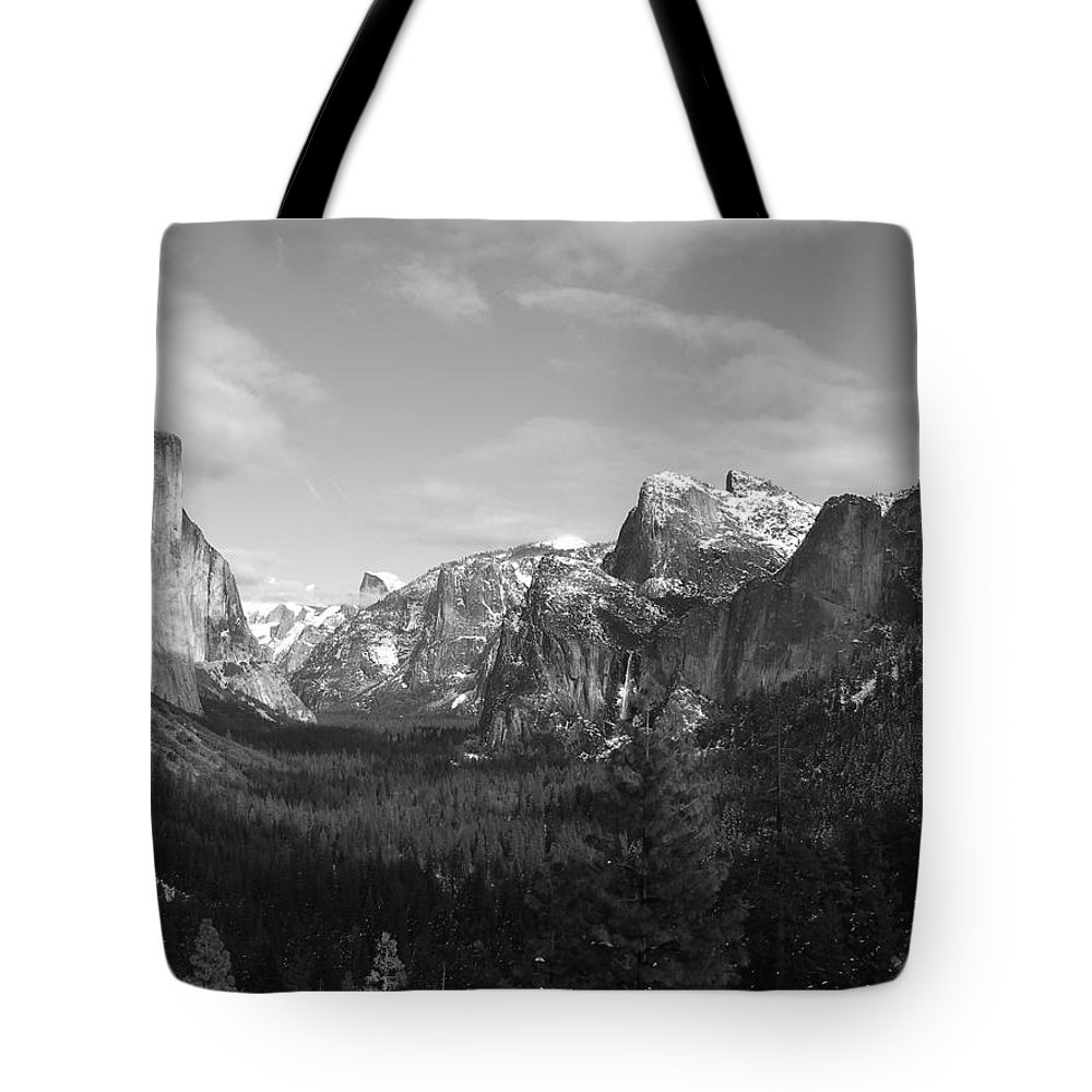 Yosemite Tote Bag featuring the photograph Inspiration Point by Travis Day
