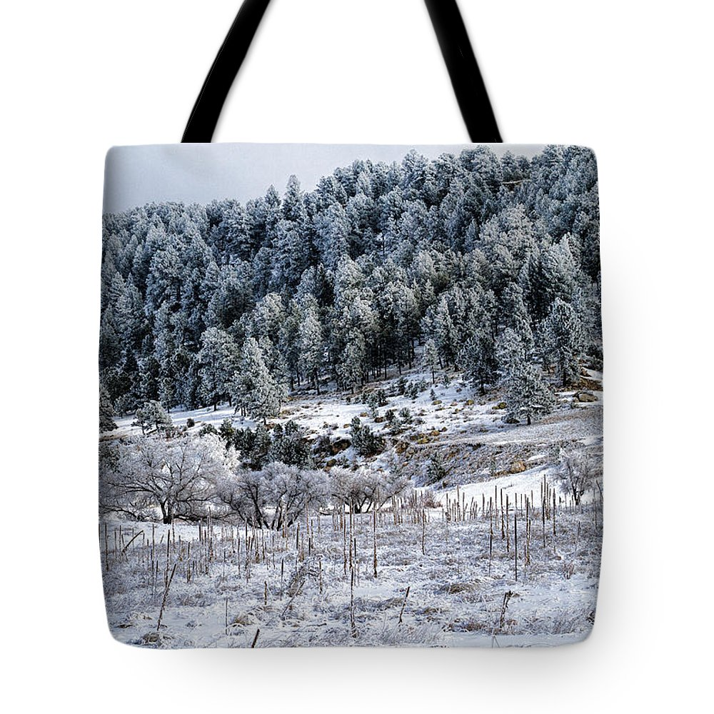 Landscape Tote Bag featuring the photograph Into The Valley by Alana Thrower
