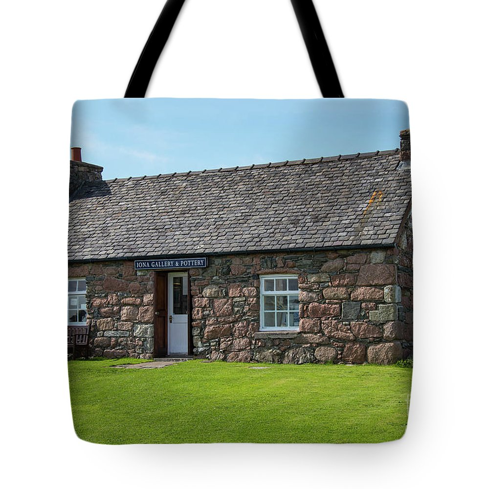 Isle Of Iona Tote Bag featuring the photograph Iona Gallery And Pottery by Bob Phillips