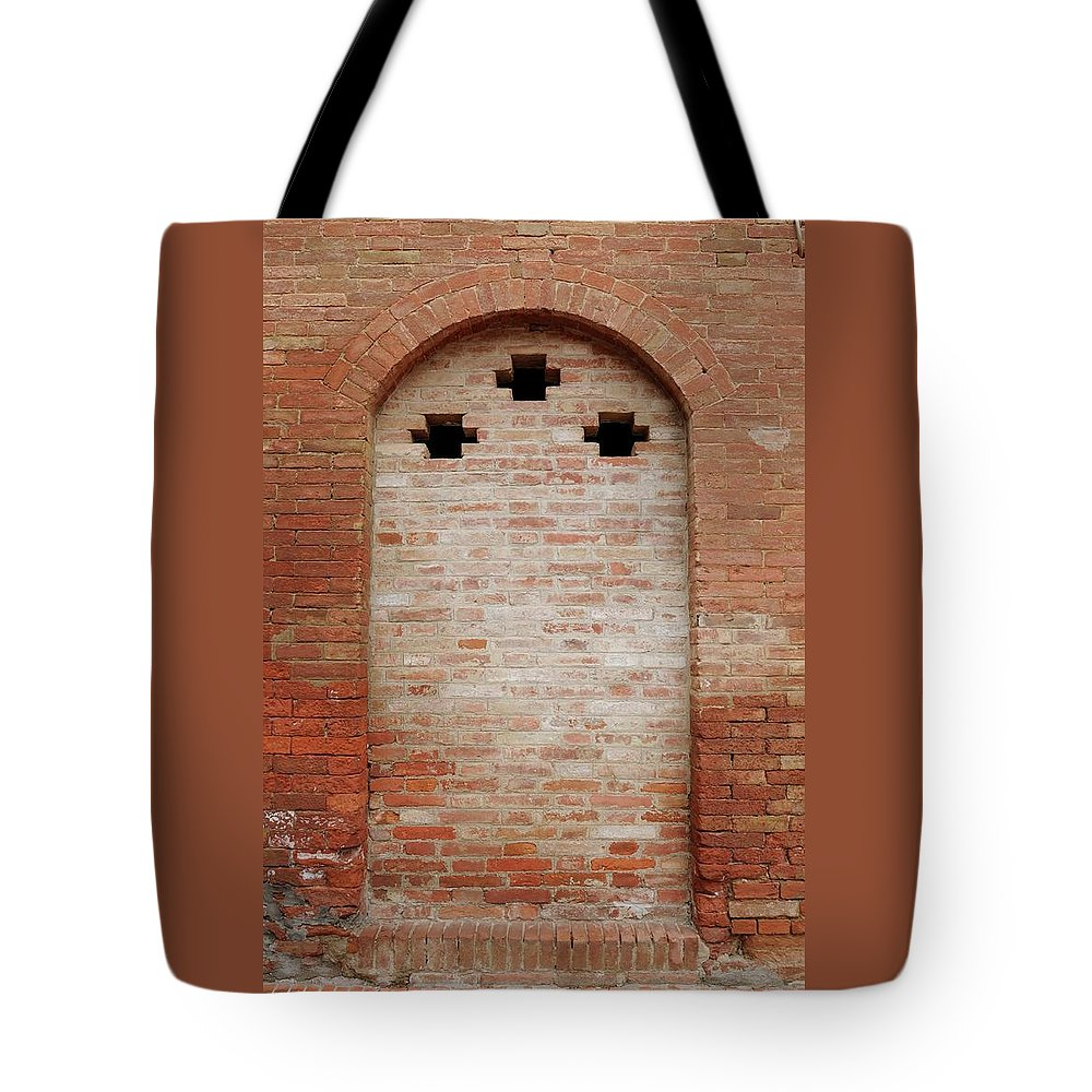 Europe Tote Bag featuring the photograph Italy - Door Fourteen by Jim Benest