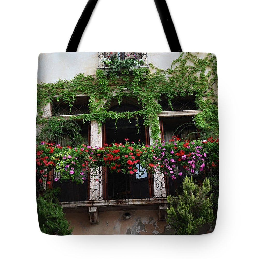 Italy Tote Bag featuring the photograph Italy Veneto Marostica Main Square by Frank Stallone