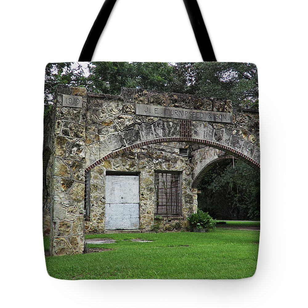 Landscape Tote Bag featuring the photograph J E Turnipseed And Sons by Roger Epps