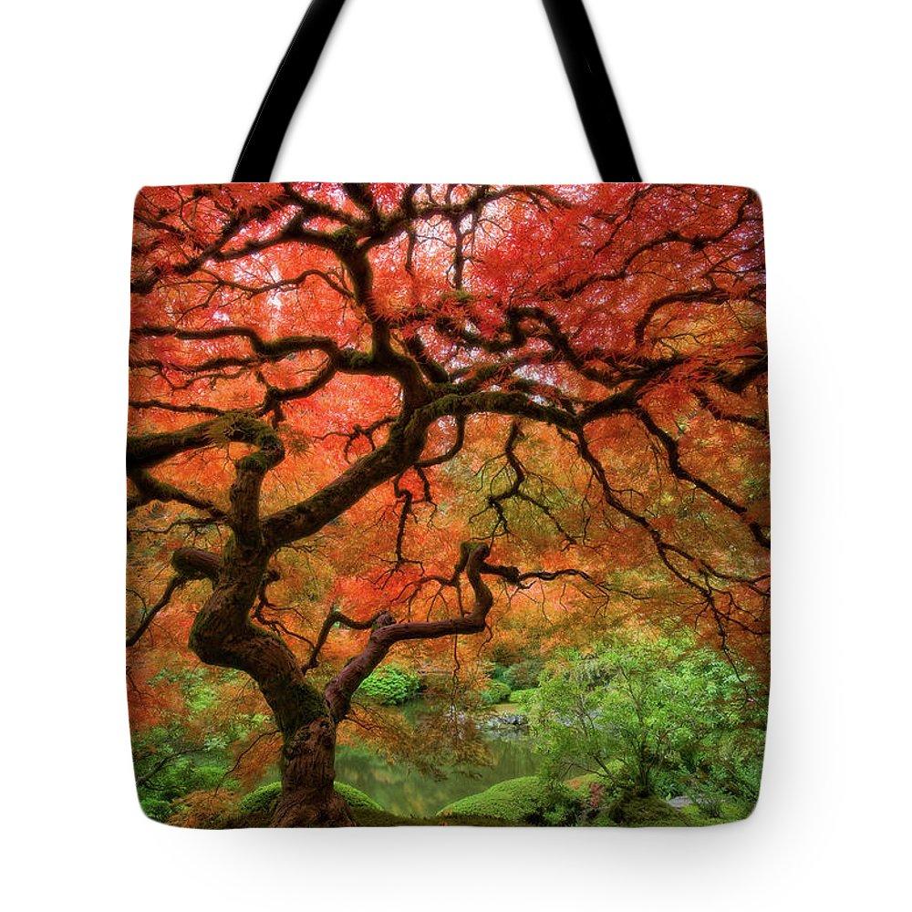 Horizontal Tote Bag featuring the photograph Japenese Garden, Portland by Jesse Estes
