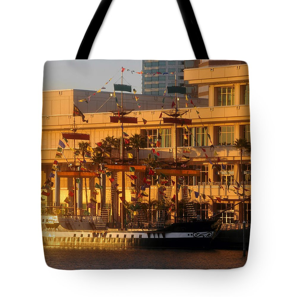 Jose Gasparilla Tote Bag featuring the photograph Jose Gasparilla At Dusk by David Lee Thompson