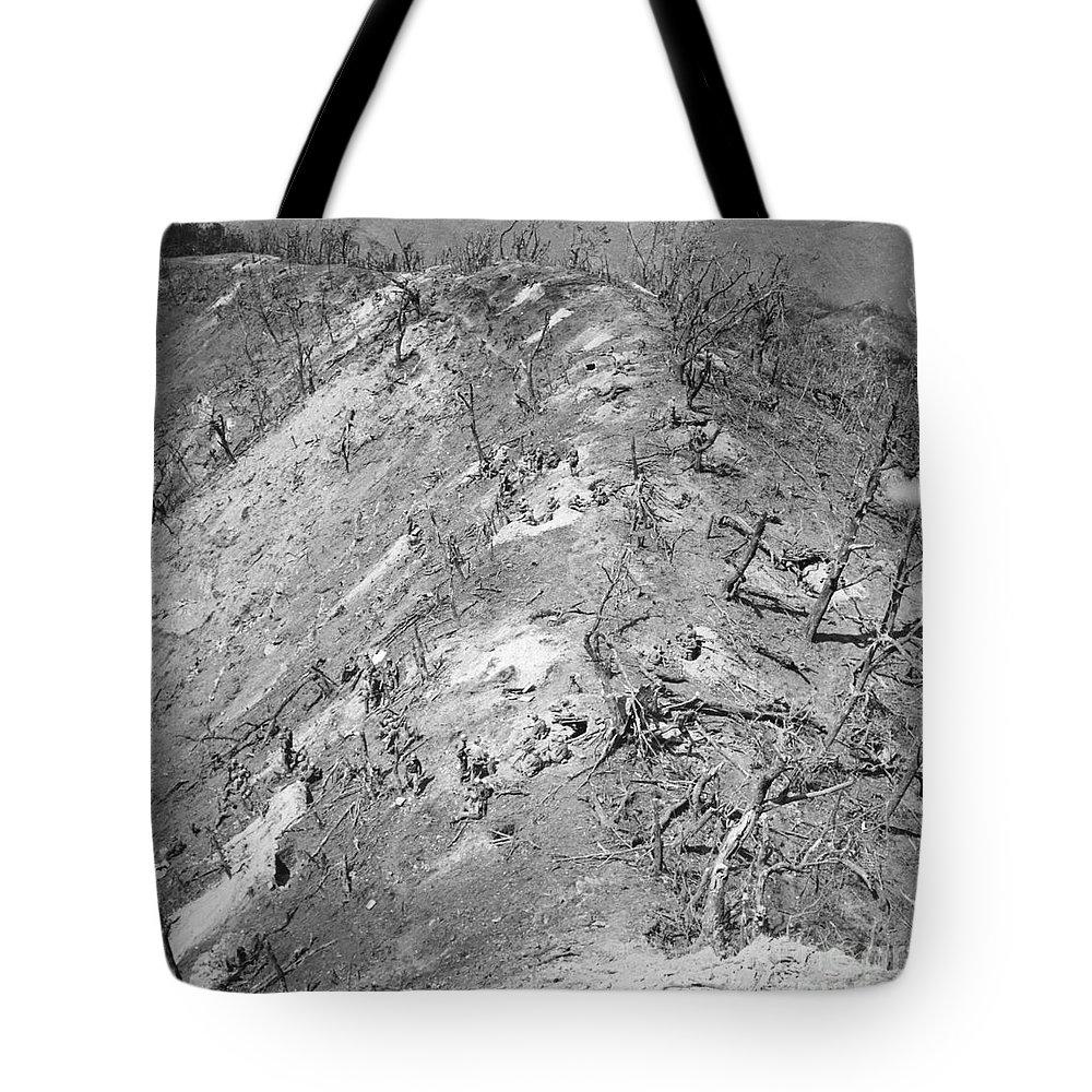 1951 Tote Bag featuring the photograph Korean War: Bloody Ridge by Granger