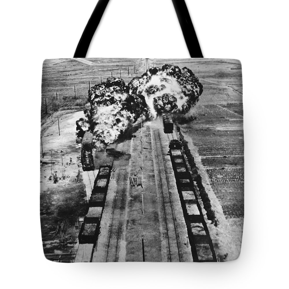 1950 Tote Bag featuring the photograph Korean War: Napalm Raid by Granger