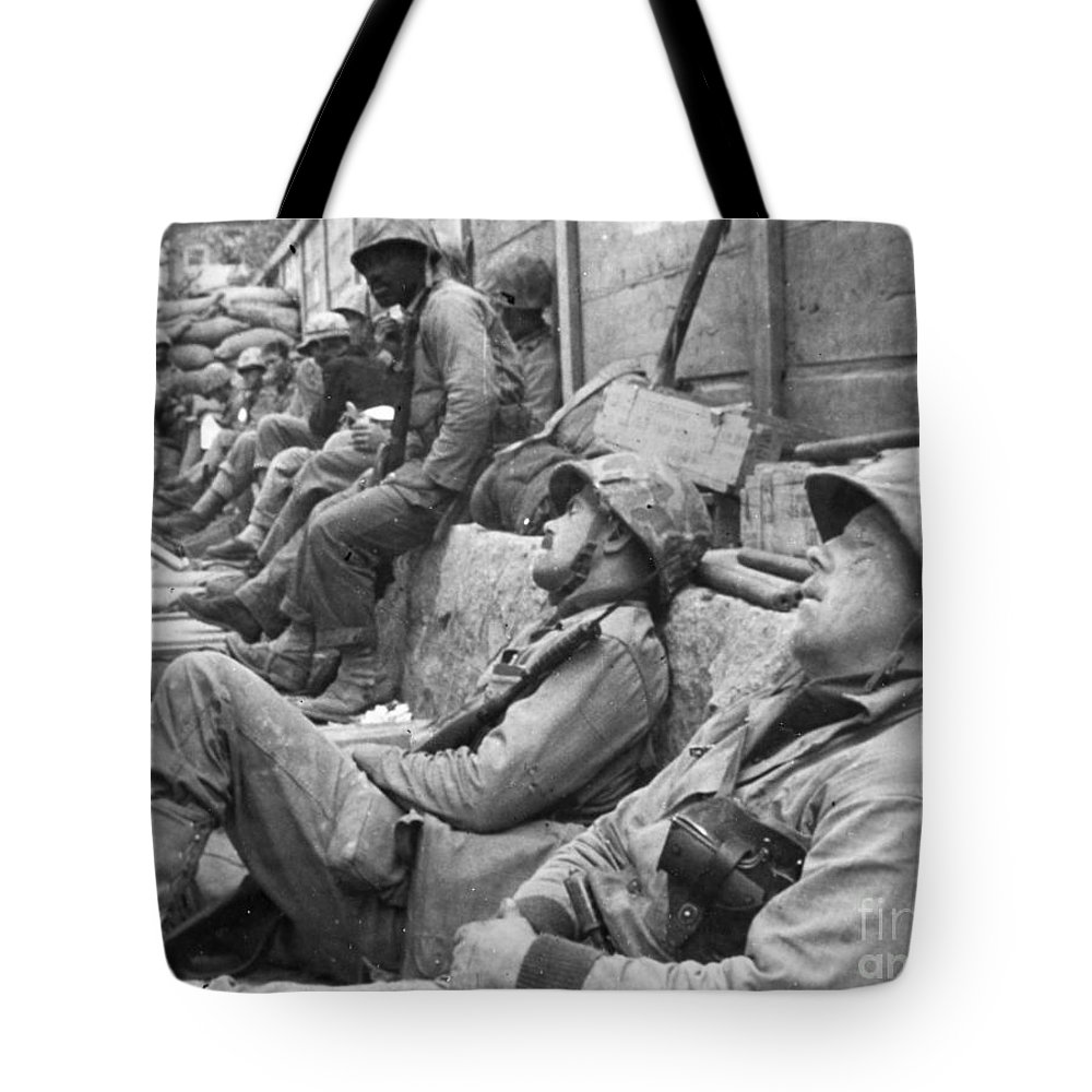 1950 Tote Bag featuring the photograph Korean War: U.n. Troops by Granger