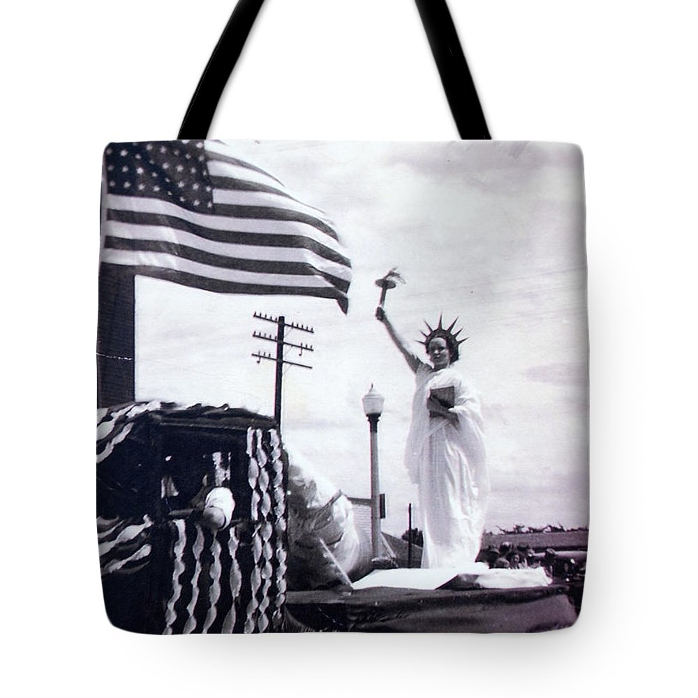4th Of July Tote Bag featuring the photograph Lady Liberty by Kurt Hausmann