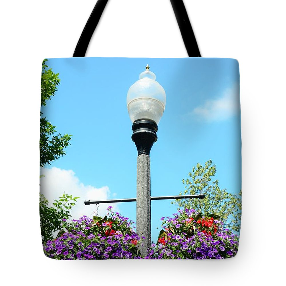 Lamp Tote Bag featuring the photograph Lamp Post by Kathleen Struckle