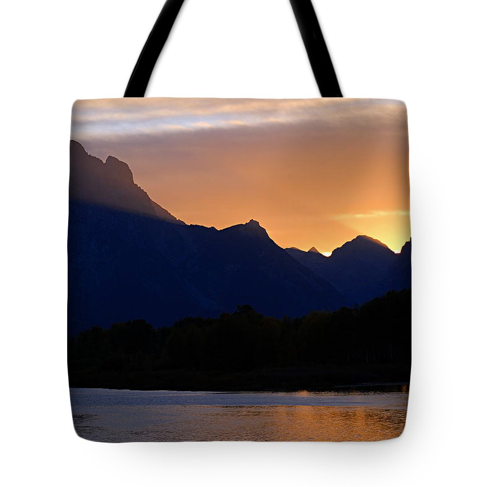 Oxbow Bend Tote Bag featuring the photograph Last Light Of Day by Larry Ricker