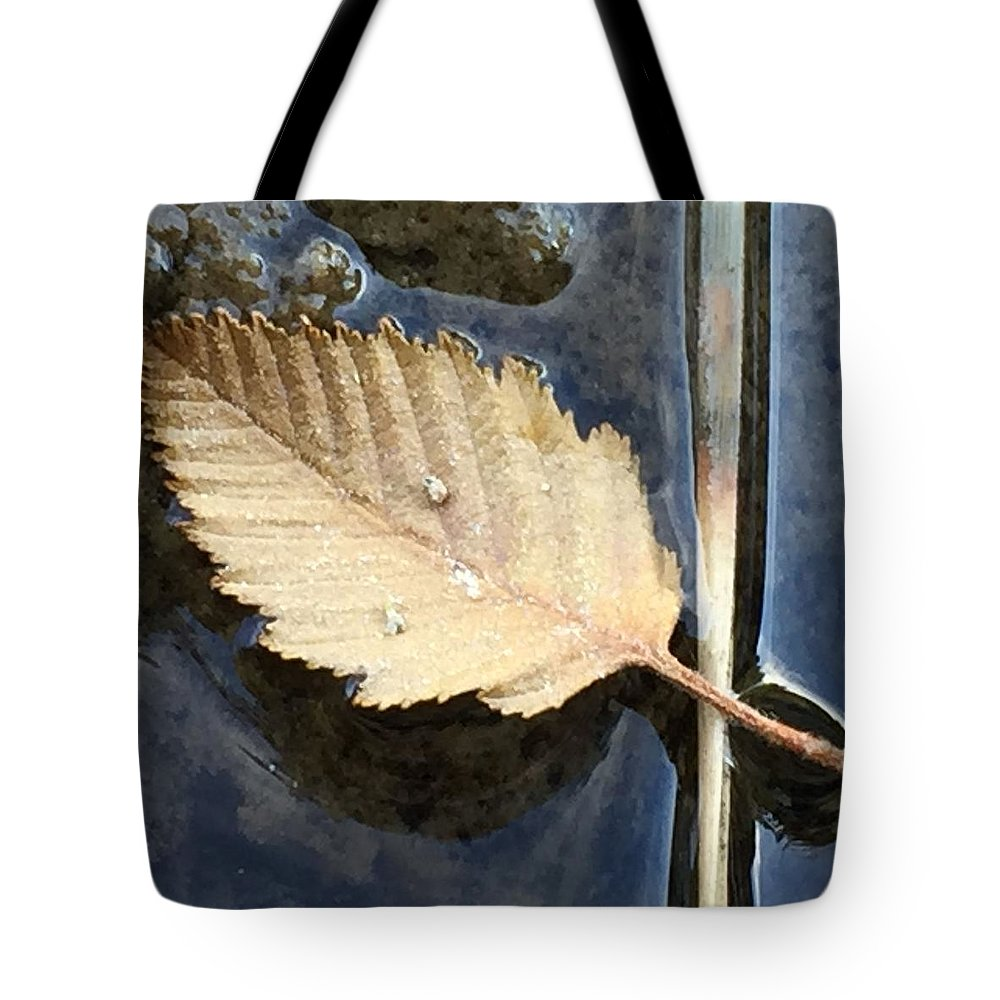 Leaf Tote Bag featuring the photograph Leaf on Water by Vonda Drees