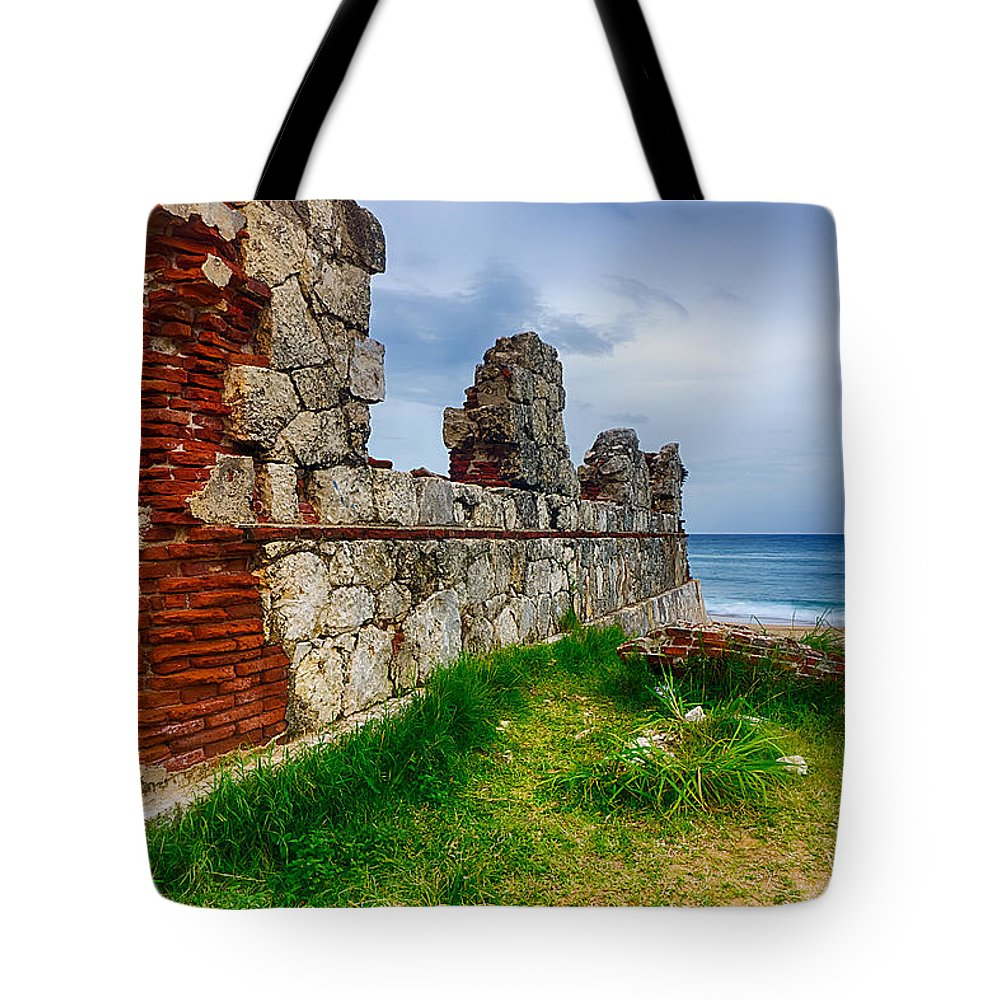 Pristine Tote Bag featuring the photograph Lighthouse by Amanda Jones