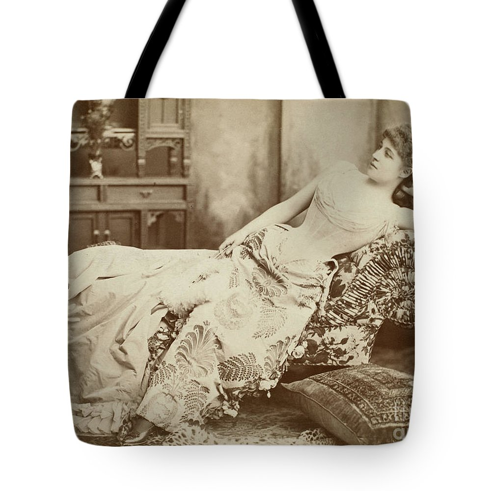 1885 Tote Bag featuring the photograph Lillie Langtry (1852-1929) by Granger
