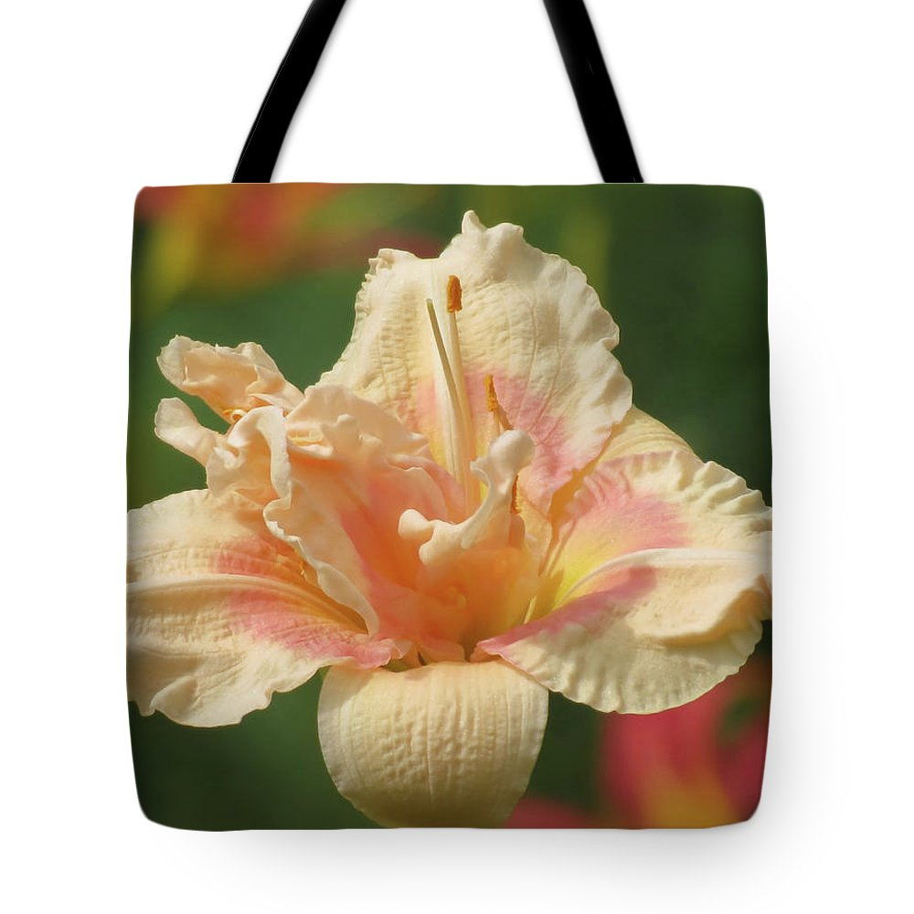 Big Kiss Daylily Tote Bag featuring the photograph Lily Flower - Daylily by MTBobbins Photography