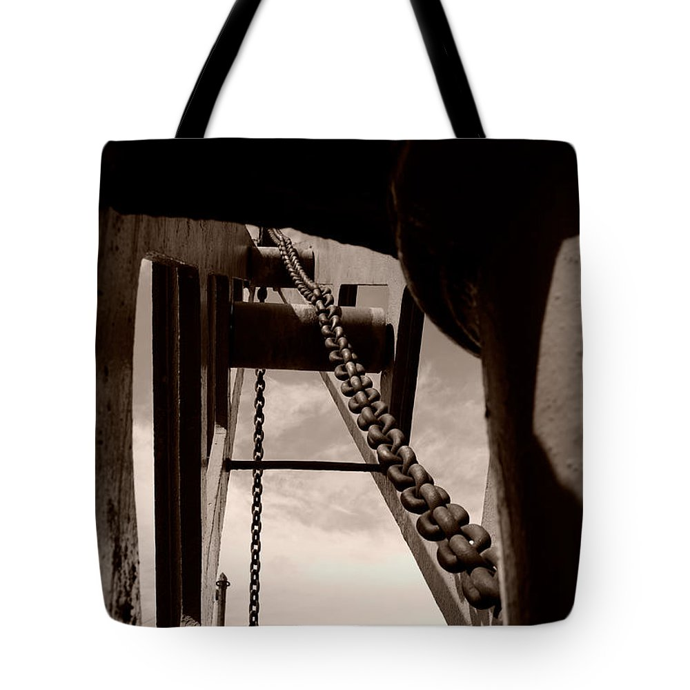 Crane Tote Bag featuring the photograph Link To The Jib by Brian Roscorla