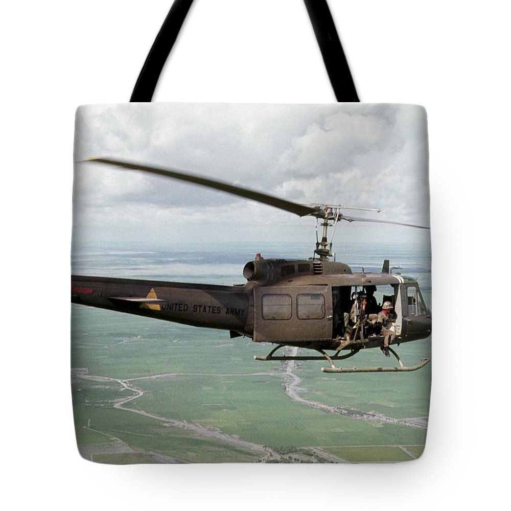 Army Tote Bag featuring the photograph Longknife 26 by Steven Sparks