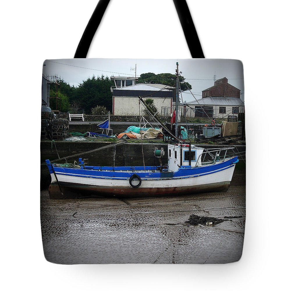 Boat Tote Bag featuring the photograph Low Tide by Tim Nyberg