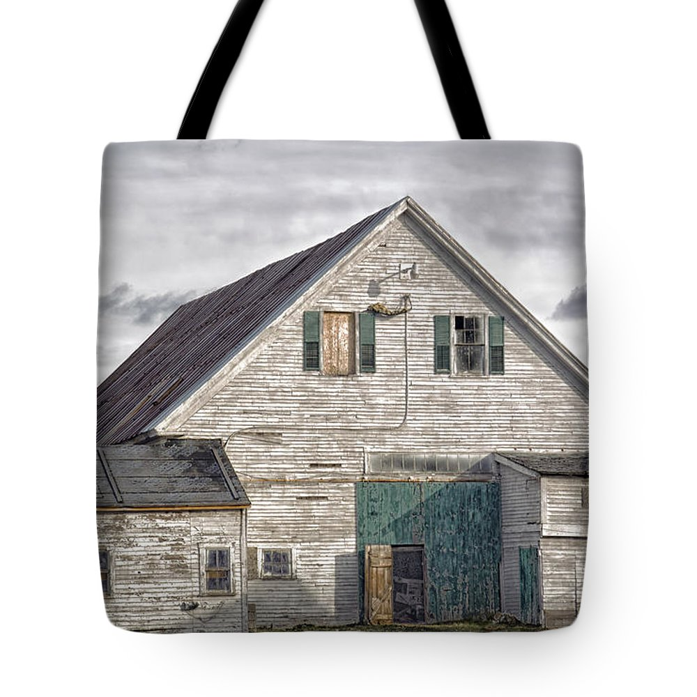 Architecture Tote Bag featuring the photograph Maine Farm Barn by Richard Bean