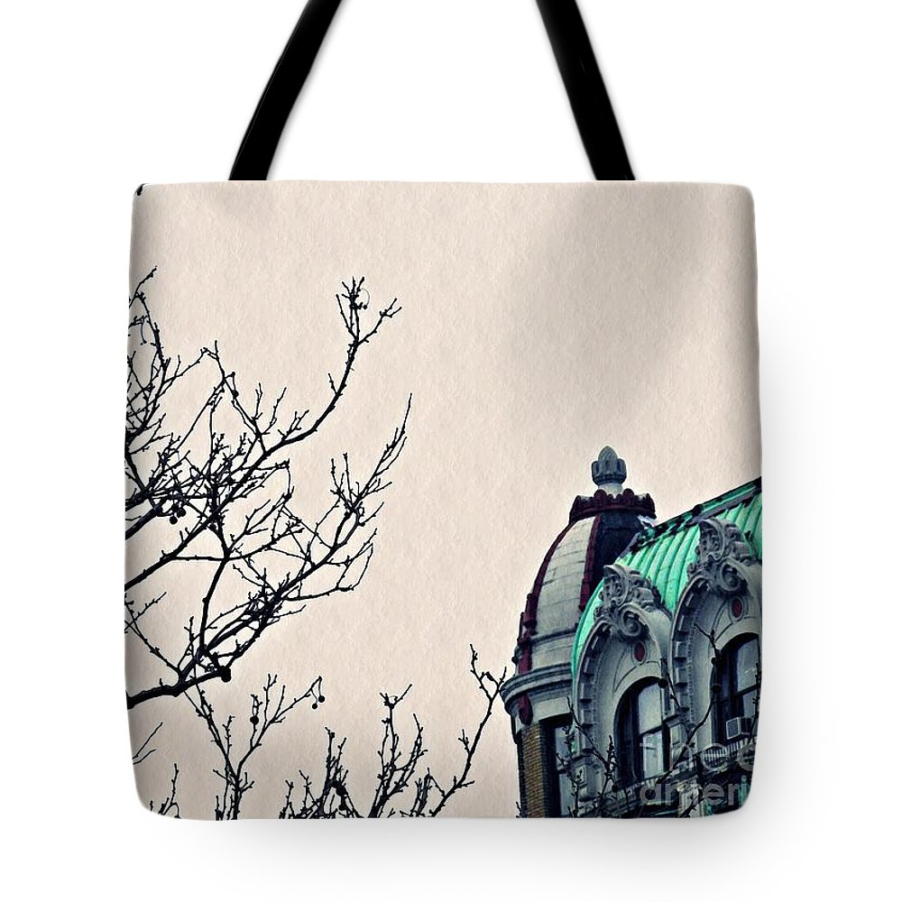 Building Tote Bag featuring the photograph Manhattan Memory 2 by Sarah Loft
