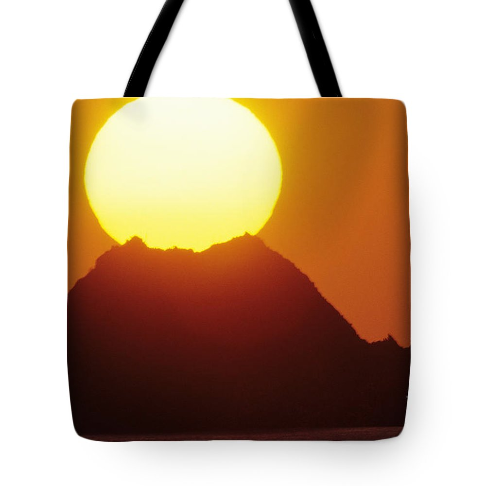 Beautiful Tote Bag featuring the photograph Manzanillo Sunset by Larry Dale Gordon - Printscapes