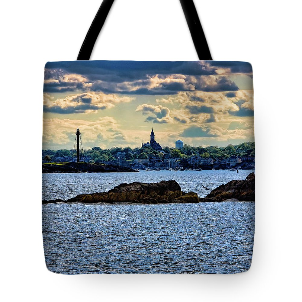 Abbot Hall Tote Bag featuring the photograph Marblehead Points To The Ocean by Jeff Folger