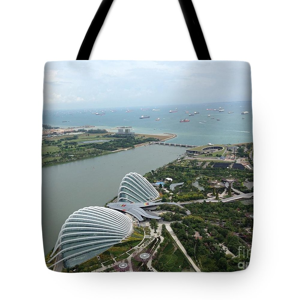 Marina Bay Tote Bag featuring the photograph Marina Bay by Sharmila Bakshi