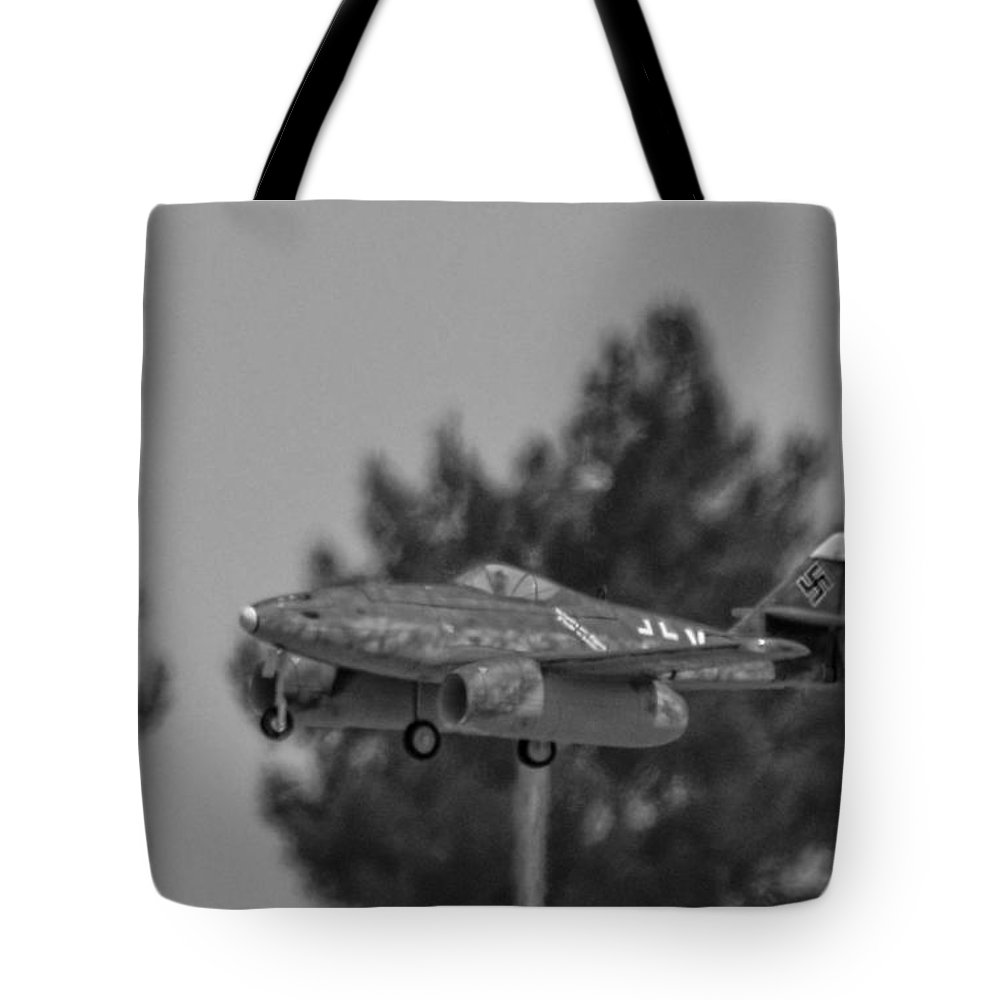 Messerschmitt Me 262 Schwalbe Tote Bag featuring the photograph Me-262 2 by Tommy Anderson