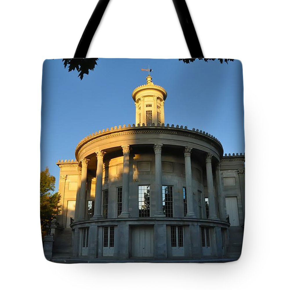 Merchant Exchange Building Tote Bag featuring the photograph Merchant Exchange Building - Philadelphia by Bill Cannon