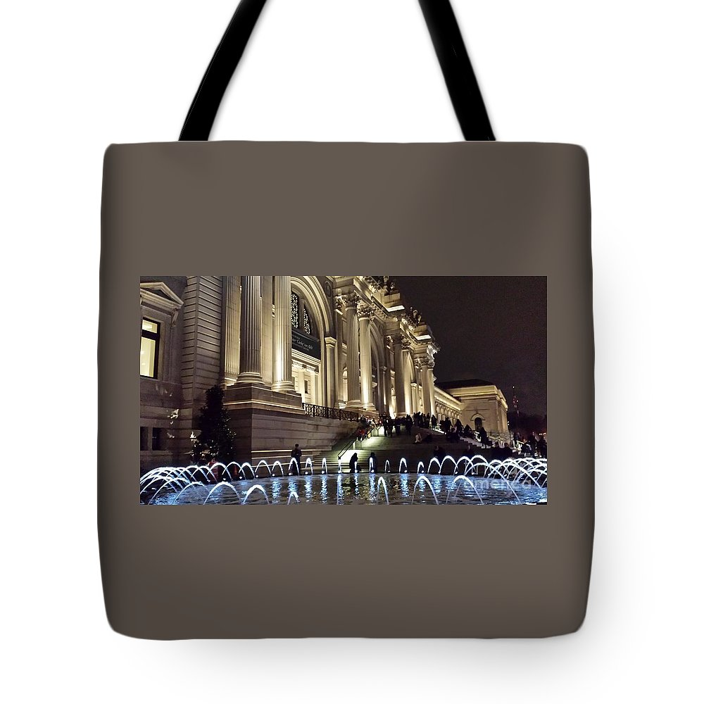 Met Tote Bag featuring the photograph Metropolitan Museum Of Art Fountain At Night by Jim Ralph