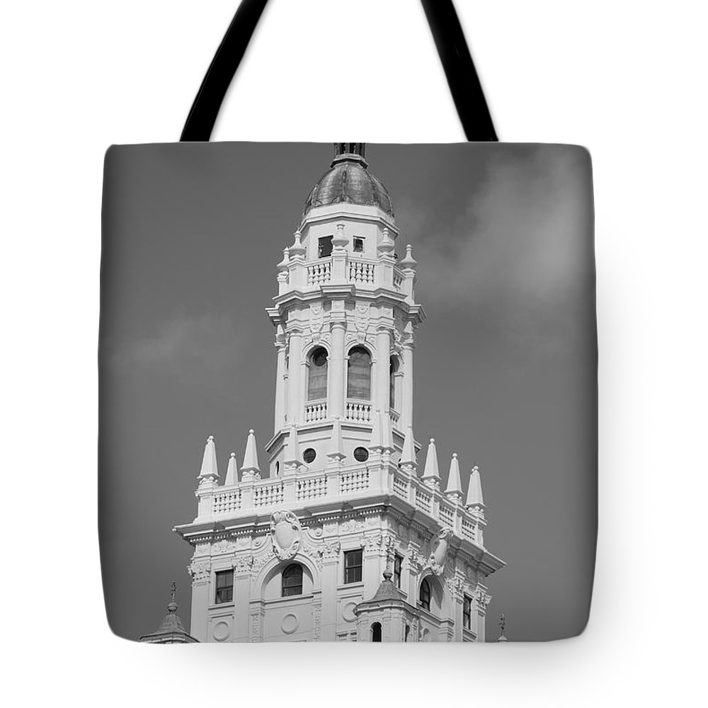 Architecture Tote Bag featuring the photograph Miami Tower by Rob Hans