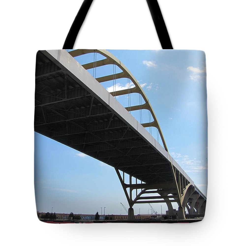 Milwaukee Tote Bag featuring the photograph Milwaukee Under The Hoan Bridge by Anita Burgermeister