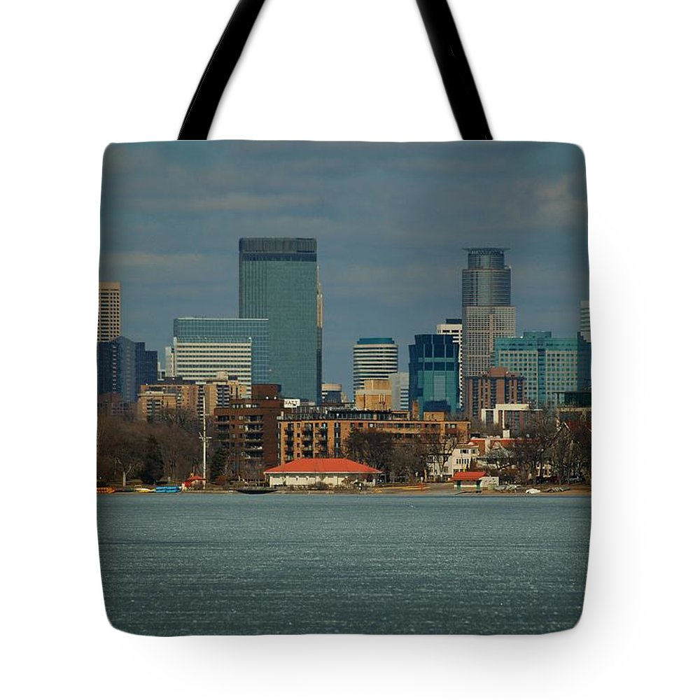 Landscape Tote Bag featuring the photograph Minneapolis Skyline by D Nigon