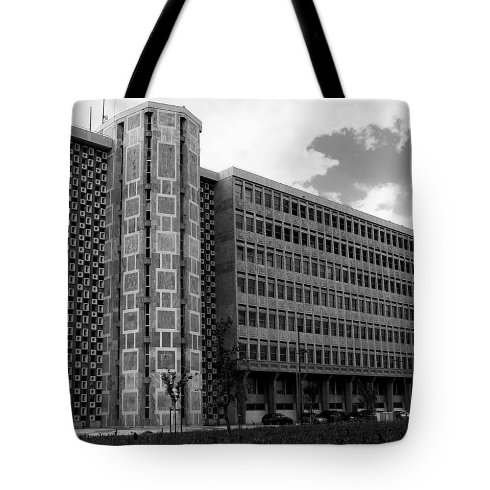 Lisbon Tote Bag featuring the photograph Modern Lisbon - The Palace Of Justice by Lorraine Devon Wilke