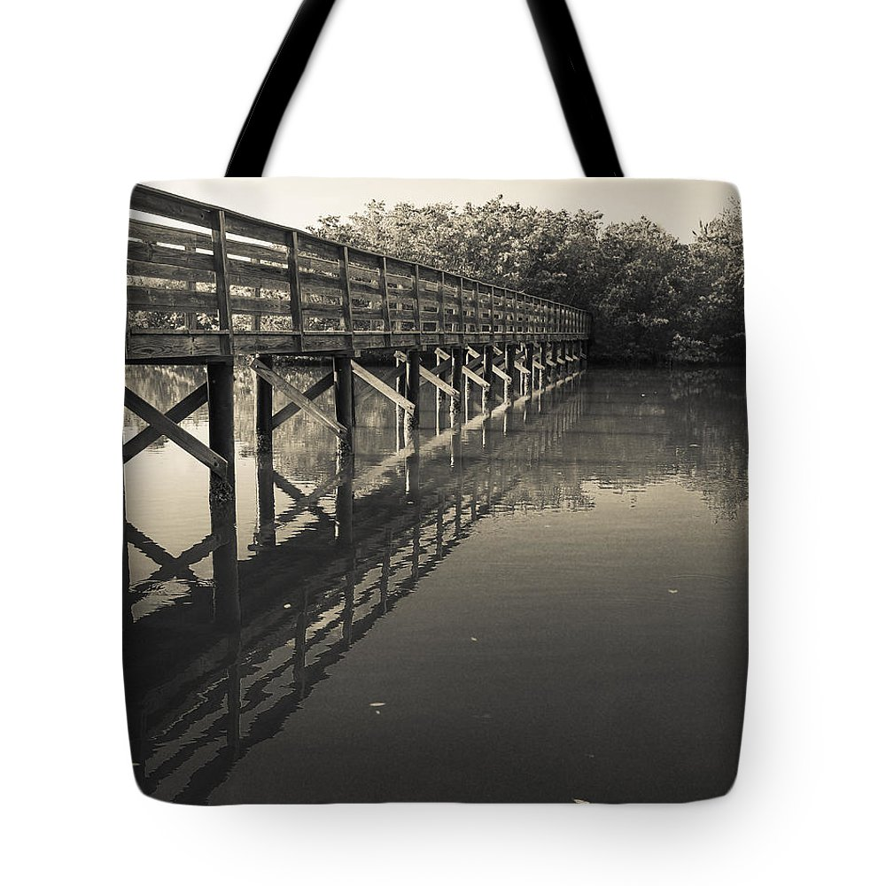 Florida Tote Bag featuring the photograph Morning On The Bayou by Edward Fielding