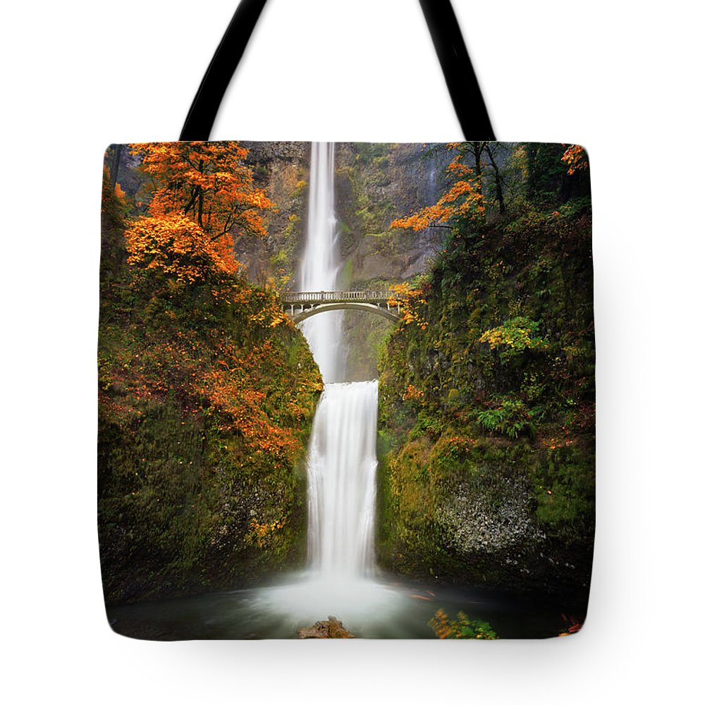 Oregon Tote Bag featuring the photograph Multnomah Falls In Autumn Colors by William Freebilly photography