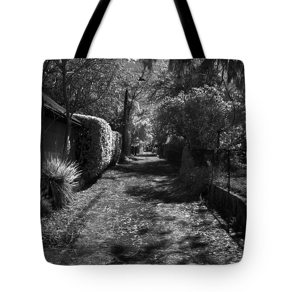 B&w Tote Bag featuring the photograph Ne Portland Alley by Lee Santa