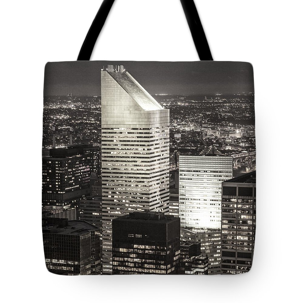 Amerikanisch Tote Bag featuring the photograph New York Citigroup Center by Juergen Held