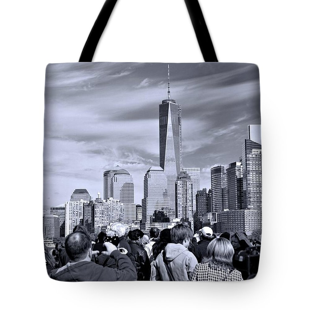 New York City Tourists Tote Bag featuring the photograph New York City Tourists by Dan Sproul