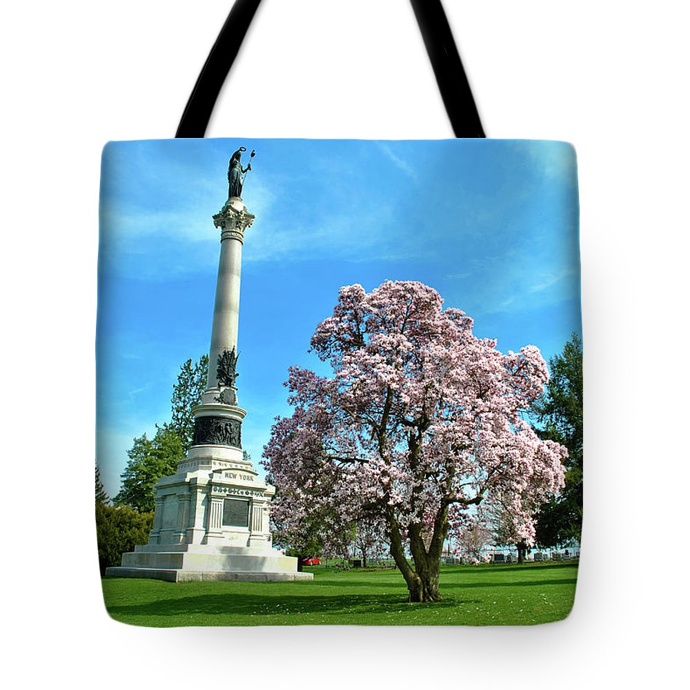 Civil War Tote Bag featuring the photograph New York by Jen Goellnitz