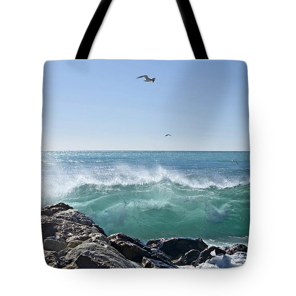 Wave Tote Bag featuring the photograph Nice Wave by Alan Pickersgill